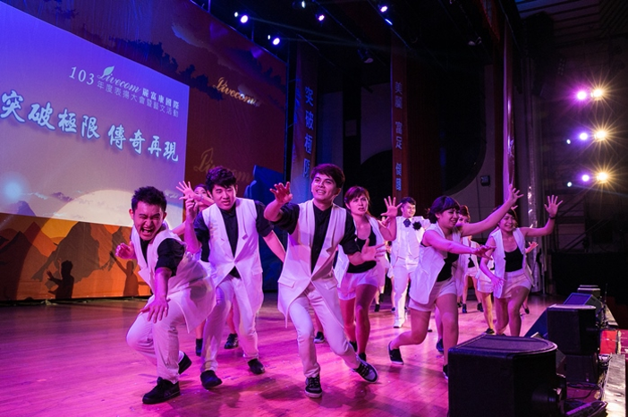 麗富康表揚大會現場,舞台魅力熱情四射